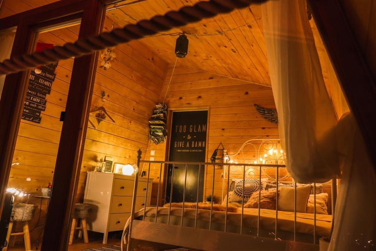 panorama-glamping-hut-visole-comfortable-inside