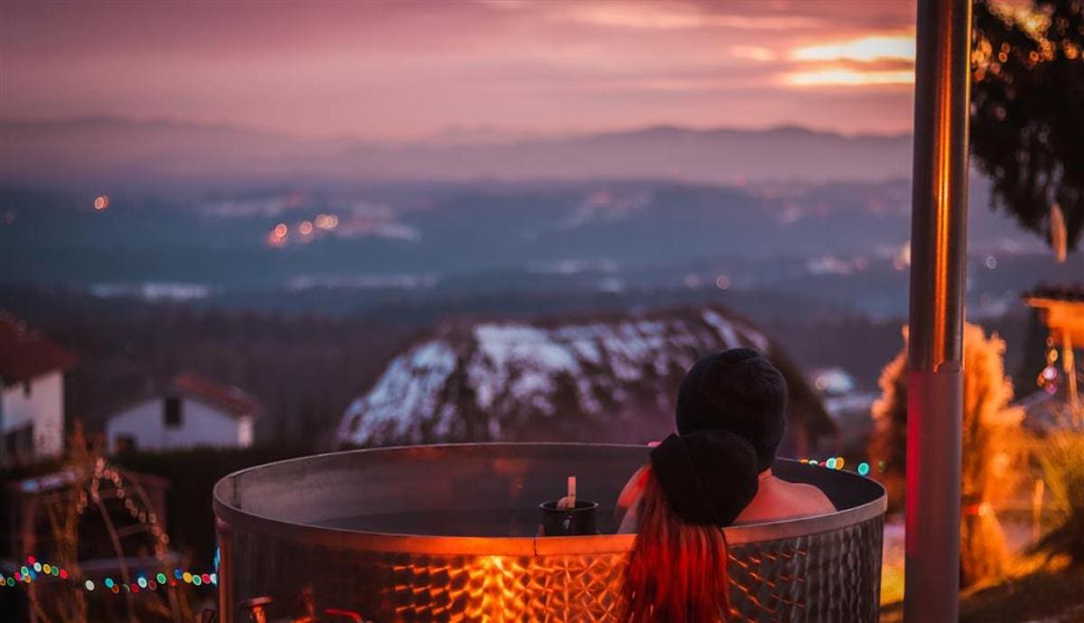 panorama-glamping-hut-visole-comfortable-view-from-hot-tub